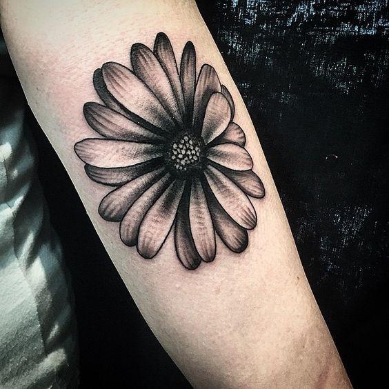 Tatuaggio margherita diffusione di questo soggetto per Tattoo